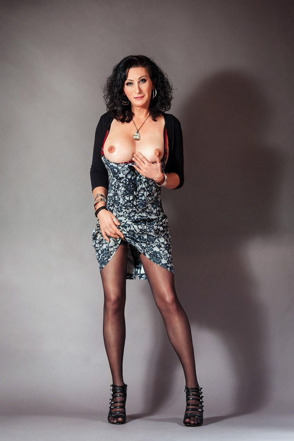 Celine Shemale escort in London